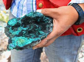 Rich copper mineralization from Ojitos Manto Cuprite (black) Malachite (green)